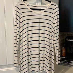 Motherhood White Black Striped Tshirt